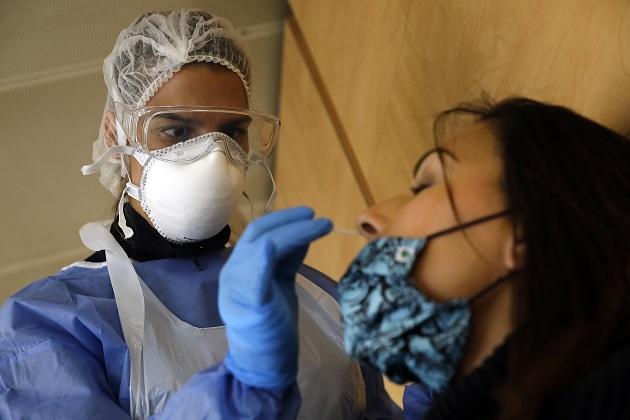 Francia sumó más de 50 mil casos positivos de covid-19 por segundo día consecutivo. Foto: EFE