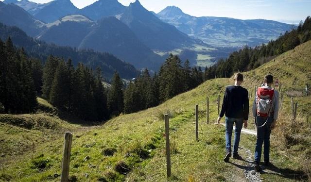 Si hacen una ruta en Semana Santa, hay que andar con precaución, llevar lo necesario y avisar a alguien sobre el recorrido que harán. Foto: EFE