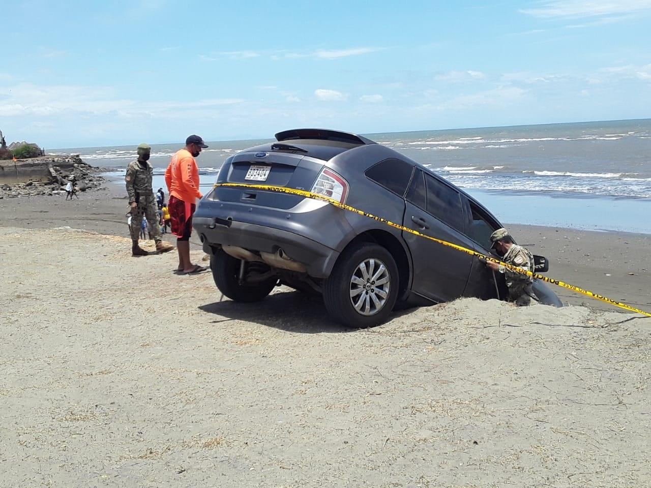 La conductora fue auxiliada por personal del Sinaproc y del Senan. Foto: Thays Domínguez