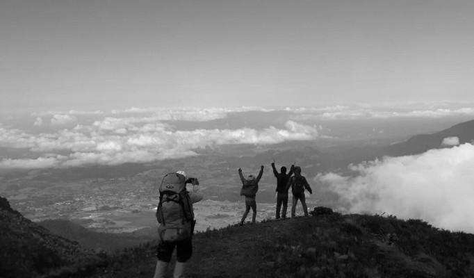 Me satisface, como panameño, haber llegado hasta la cima del Volcán Barú, de haber interactuado con extraños y haber contribuido solidariamente con su ingreso familiar, que circulará por esta tierra. Foto: Epasa.