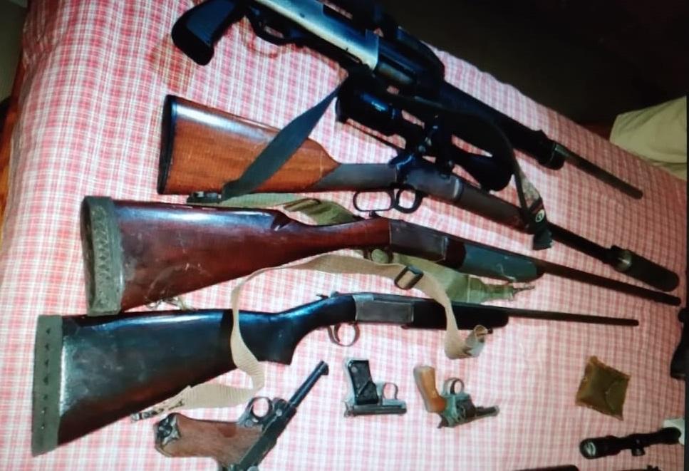 Un arsenal con armas de fuego y de pellets, así como municiones, se incautaron en Monagrillo. Foto:Thays Domínguez