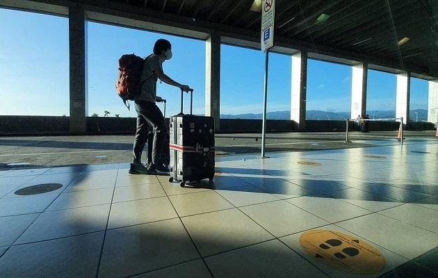 Las medidas para viajeros sudamericanos busca controlar la circulación de la variante brasileña.