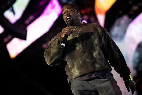 En la imagen un registro del rapero estadounidense Kanye West, durante una presentación en Palm Spring.