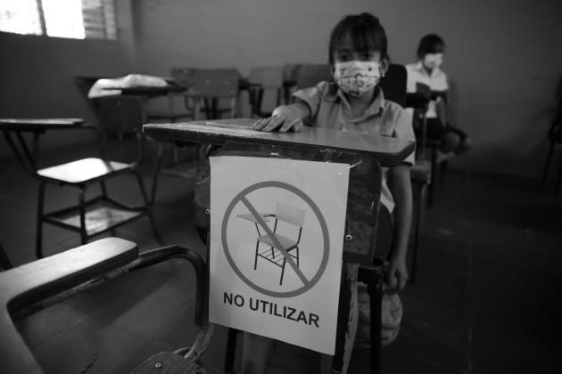 Con una buena organización y el debido plan de bioseguridad en las escuelas, se puede tener un retorno a clases seguro. Foto: EFE.