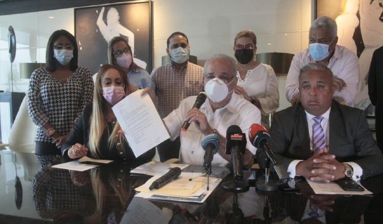 Luis Eduardo Camacho detalló que los abogados de Ricardo Martinelli se nutrirán de documentos para luego interponer la denuncia para que se investigue la campaña contra su persona. Foto: Víctor Arosemena