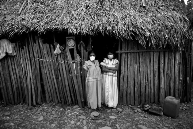 No es la técnica, materiales y métodos utilizados en la actual vivienda guna, emberá o ngäbe, herencia de sus antepasados, con su inteligente adaptación geomórfica para resolver los retos de un clima tropical. Foto: Cortesía.