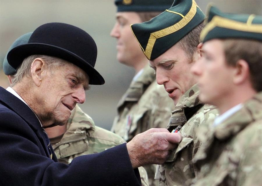 El duque de Edimburgo en una visita a un regimiento militar en en Paderborn, Alemania, en 2014. EFE