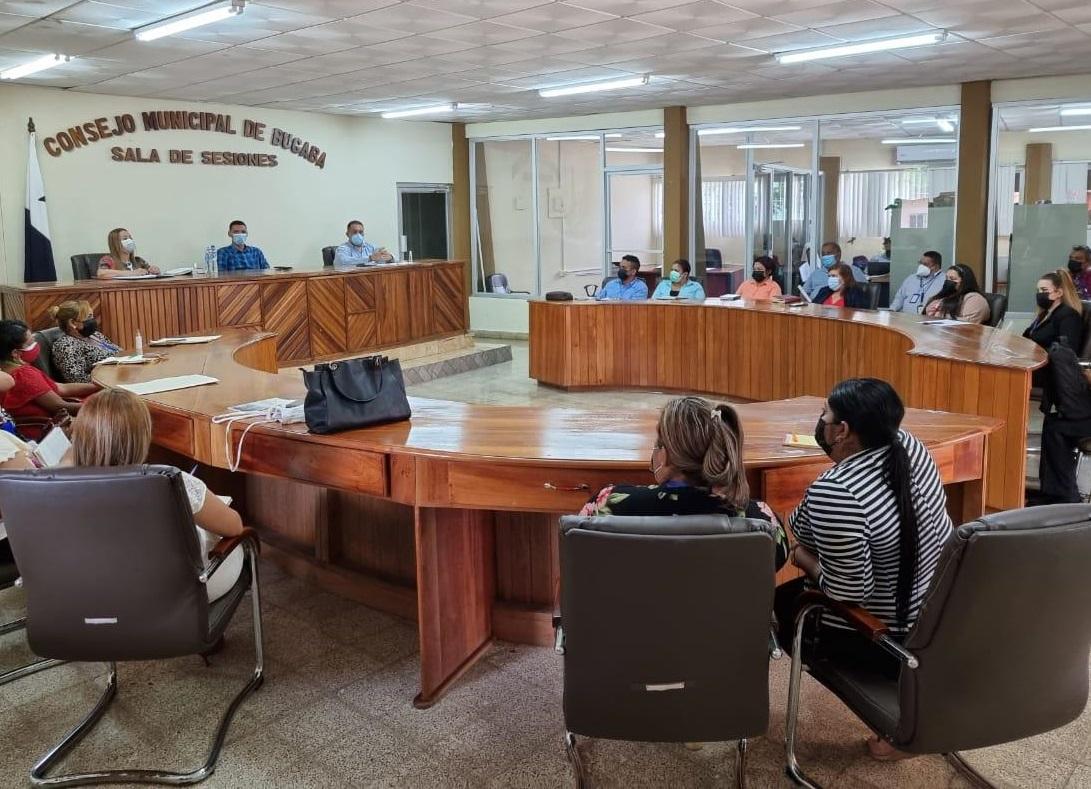 La reunión se realizó en las sala de reuniones del Consejo Municipal de Bugaba. Foto: José Vásquez.
