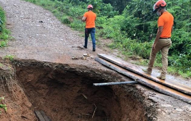 Los lugareños tendrán que esperar que el Ministerio de Obras Públicas repare los daños en la vía. (Eric Montenegro)