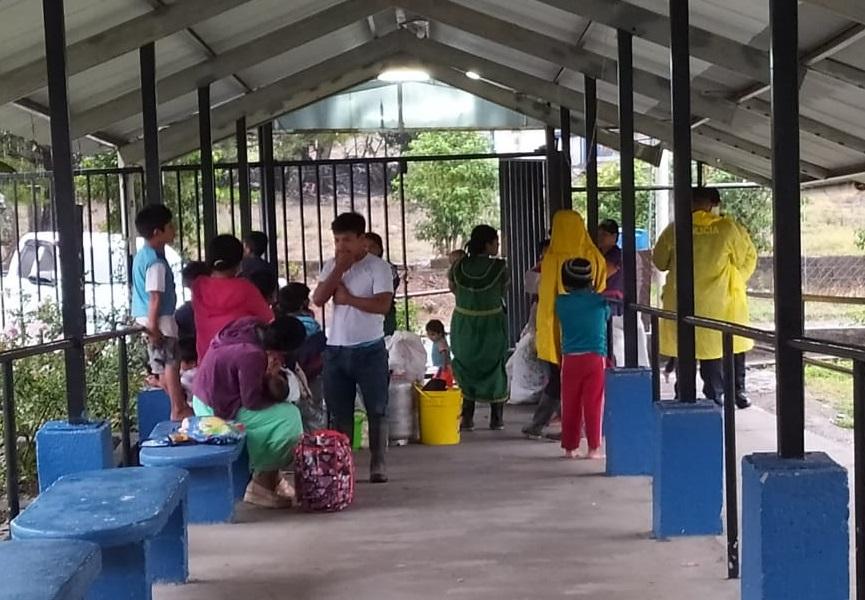 Se han evacuado familias a albergues y ranchos comunales. Foto: Mayra Madrid