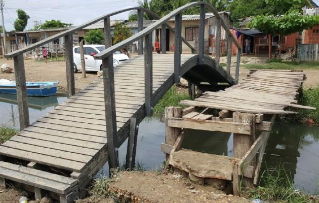Puentes, mesas de pícnic, gazebos y casas son algunas de los mobiliarios que construye la Fundación Botellas de Amor. Foto: Cortesía
