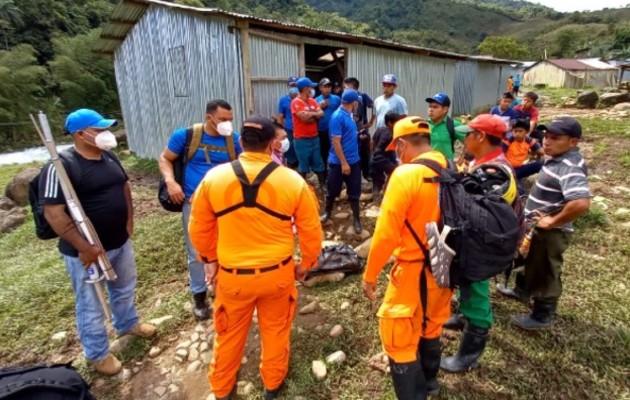 Los rescatistas aún siguen con las labores de búsqueda. Foto: Mayra Madrid