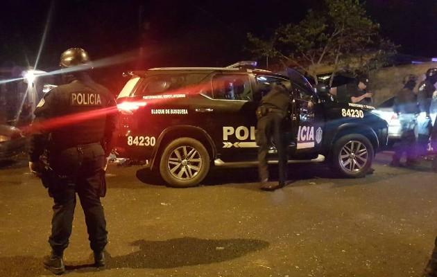 Los policías aseguran que detuvieron a una persona con un arma de fuego e investigan si tiene o no relación con el homicidio. Foto: Diomedes Sánchez
