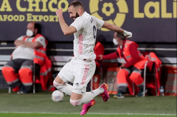 Karin Benzema festeja el tercer gol de Real Madrid ante Cádiz.. Foto: EFE
