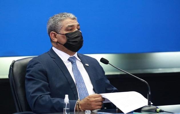 El ministro Luis Sucre espera la decisión del Consejo Técnico de Salud. Foto: Cortesía Minsa