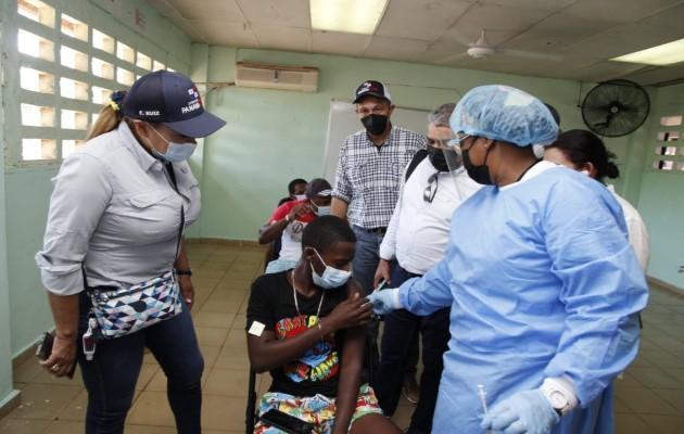 La vacunación también continúa entoda la población mayor de 16 años en las Islas del Archipiélago de las Perlas. Foto Cortesía: Minsa.