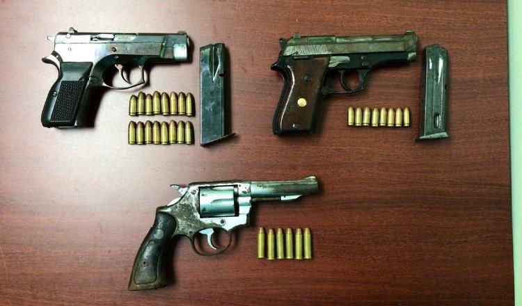 En Panamá, constantemente las autoridades recuperan armas de fuego que estaban en manos de los delincuentes. Archivo