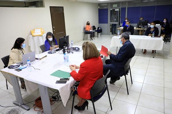 Reunión del Departamento de Compras y Proveeduría de la Dirección de Administración y Finanzas del Ministerio de Economía y Finanzas (MEF).