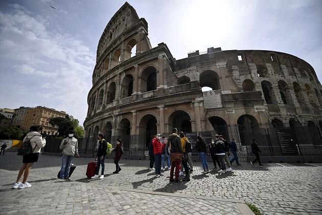 Desde hoy se permite en Italia el regreso a museos, cines y teatros con aforo limitado. Foto: EFE