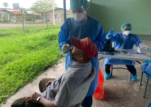 A la fecha se aplicaron 3,988 pruebas nuevas de contagio, para un porcentaje de positividad de 4.7%. Foto: Cortesía Minsa