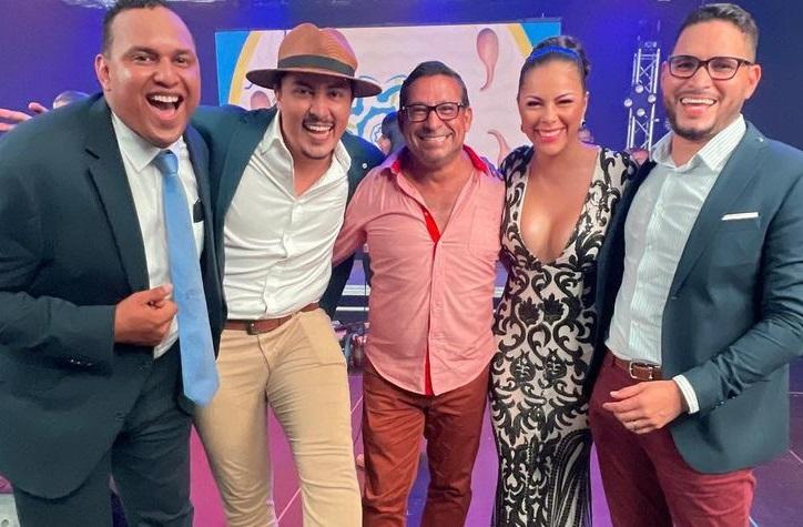 Víctor Ballesteros junto a algunos de sus excompañeros. Instagram