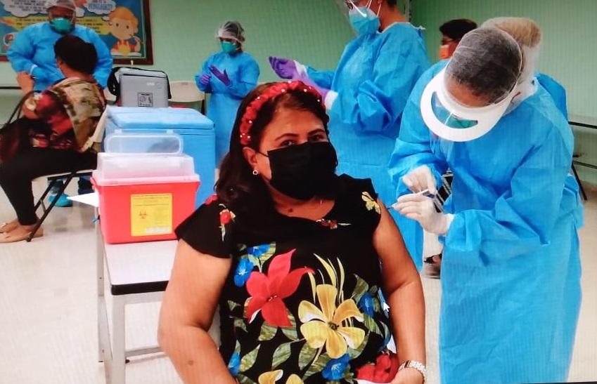 El proceso de vacunación se efectuó de forma rápida y ordenada. Foto: Thays Domínguez
