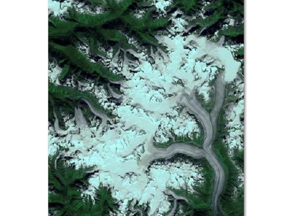 Representación en color de los datos de la cámara del satélite Terra de la NASA sobre el campo de hielo de Ha-Iltzuk, en la Columbia Británica (Canadá). Representación en color de los datos de la cámara del satélite Terra de la NASA sobre el campo de hielo de Ha-Iltzuk, en la Columbia Británica (Canadá).