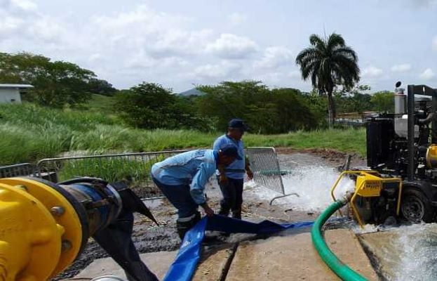 Trabajadores del Idaan tratan de solucionar problema que redujo la producción de agua potable en la Planta Potabilizadora de Chilibre.
