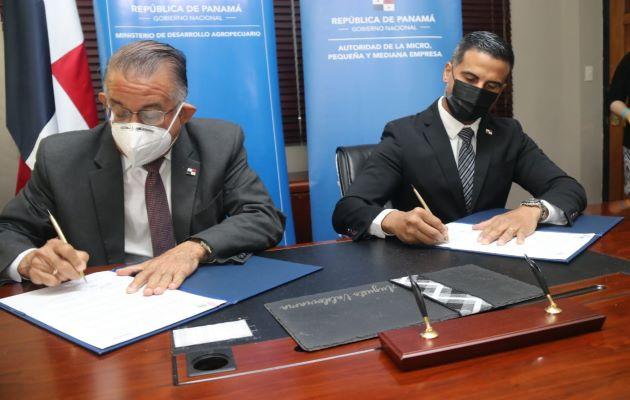 Firma del acuerdo entre el Mida y Ampyme.