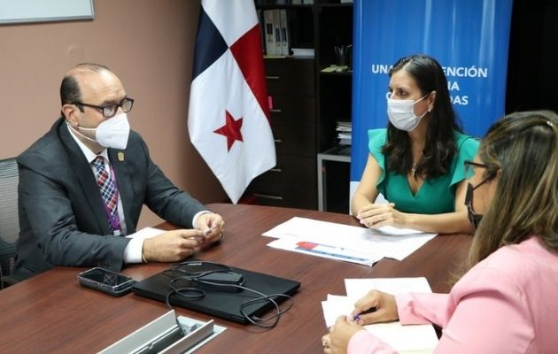 Reunión entre el Defensor del Pueblo, Eduardo Leblanc González y la directora de la Senniaf, Graciela Mauad.