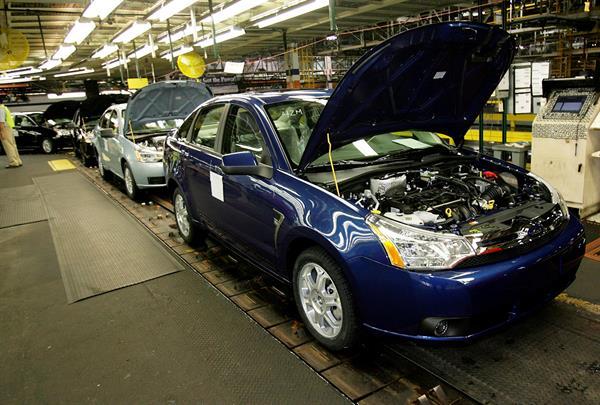 Imagen de la cadena de montaje del nuevo Ford Focus, en la planta de Wayne, en Míchigan, EE.UU.  Foto: EFE