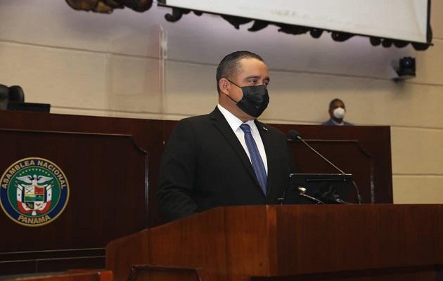 Marcos Castillero lamentó el fallecimiento de más de seis mil panameños. Foto: @@asambleapa ·