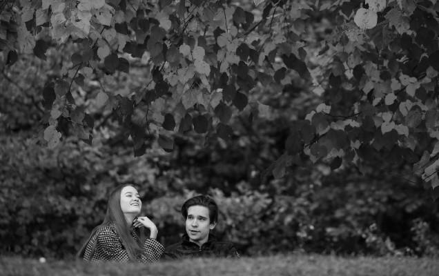 Nos cuesta reconocer que somos felices porque dejamos invadir nuestros pensamientos con nuestras limitaciones y pensamos que seremos felices en el futuro y no disfrutamos la alegría y felicidad que nos brinda el hoy. Foto: EFE.