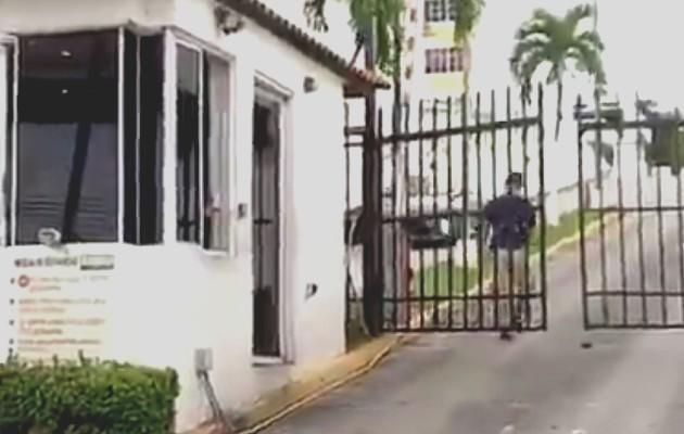 Hombre cae del décimo piso de un edificio. Foto: Redes