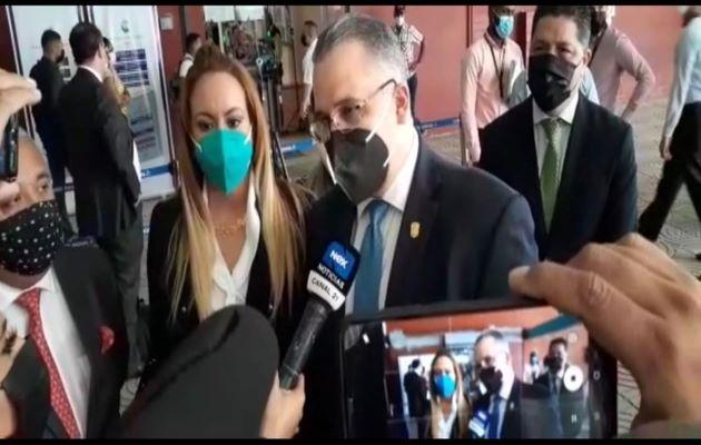 El abogado Alfredo Vallarino expuso las violaciones contra Ricardo Martinelli. Foto: Víctor Arosemena