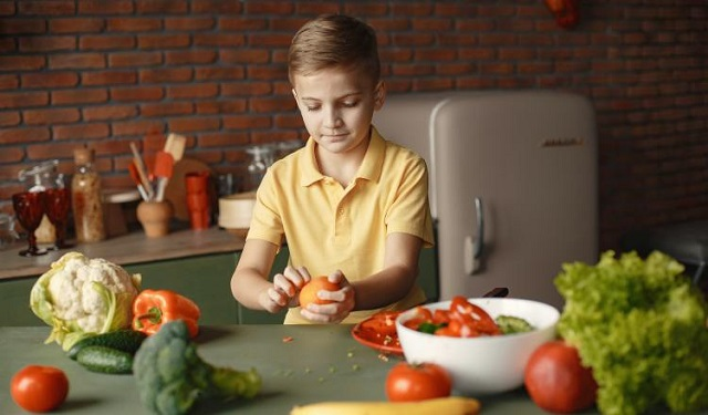 Los niños que disfrutan del consumo de frutas y verduras son potenciales agentes de cambio. Foto: Ilustrativa / Pexels