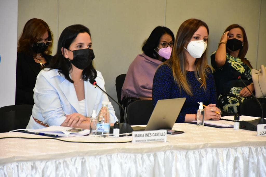 La ministra María Inés Castillo expuso este martes ante el diálogo nacional por la CSS. Foto: Cortesía Mides