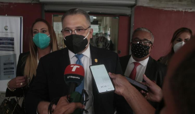 Equipo de defensa del expresidente Ricardo Martinelli ayer durante la audiencia de afectación de derechos.