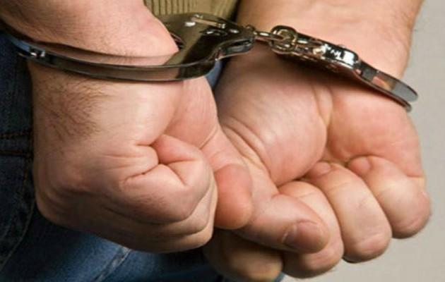 Tres adultos y un menor de edad participaron del robo en un minisúper ubicado en Pedregal. Foto Ilustrativa