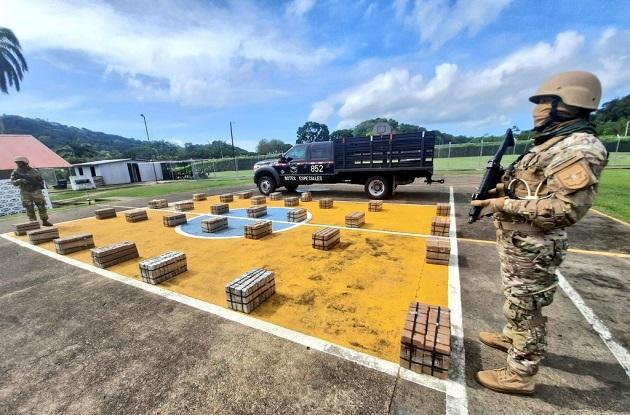 Los 616 paquetes de cocaína estaban ocultos en un contenedor repleto de cajas de banano. Foto: Cortesía Senan