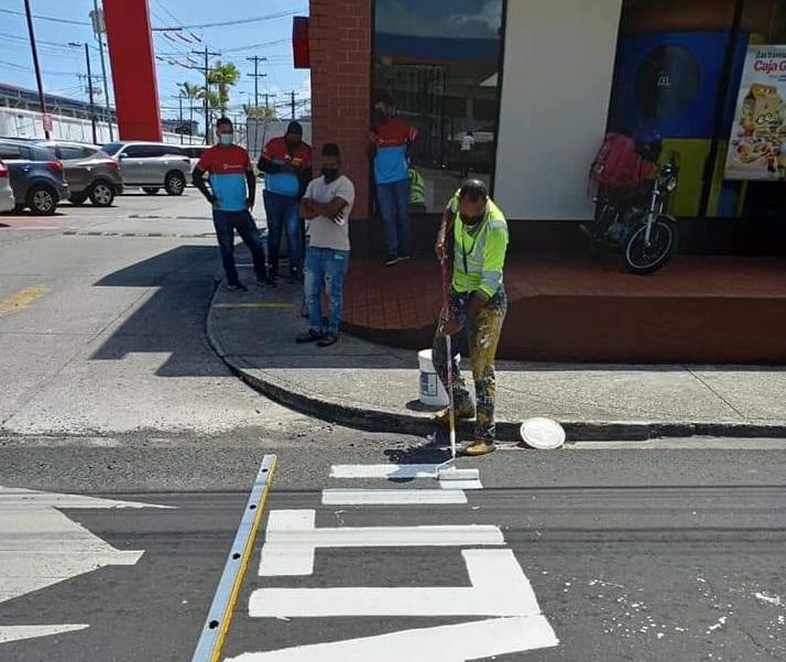 Las escuelas deben estar debidamente señalizados, según lo exige el reglamento de tránsito. Foto: Diómedes Sánchez
