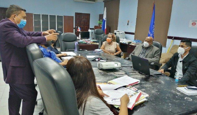 El equipo de Prestaciones Económicas de la CSS prepara la información que brindarán al diálogo nacional, la próxima semana. Foto: Cortesía CSS