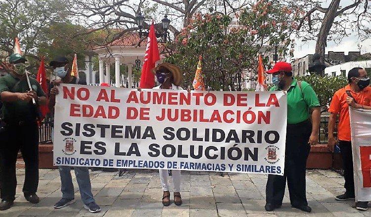 Trabajadores sindicalizados han realizado diversas protestas, pidiendo que se cambien las reglas del juego en el diálogo por la CSS. Archivo