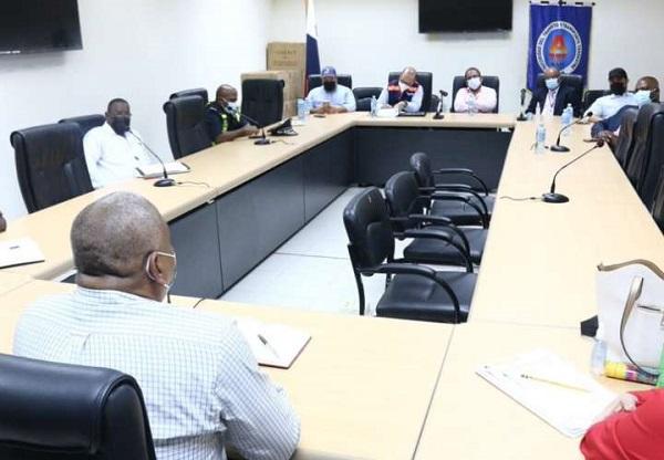 Reunión entre taxistas y directivos de la ATTT. Foto: Cortesía