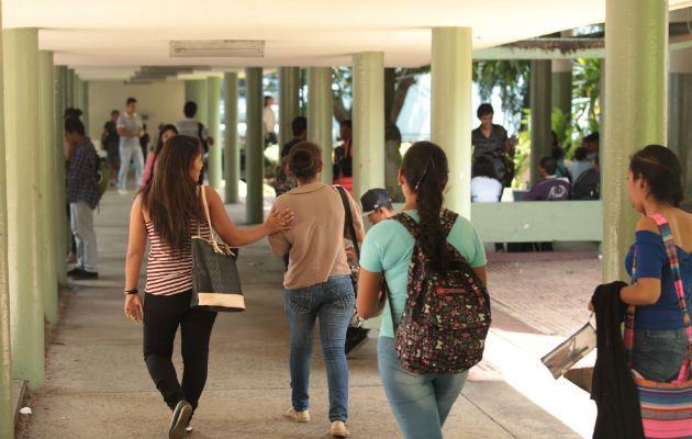 Los estudiantes universitarios de la ciudad de Panamá deben agendar citas para sus cobros a través de la aplicación https://fluyapp.com/. Foto: Archivo
