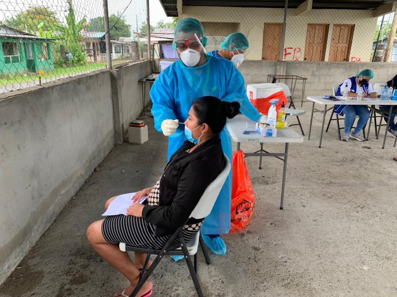 En todo el país se han instalado centros de hisopados anti-covid-19.