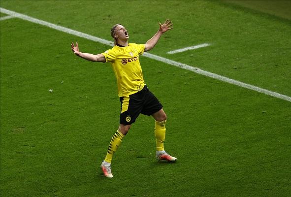 Erling Haaland aportó con dos goles en el triunfo del Dortmund. Foto: EFE