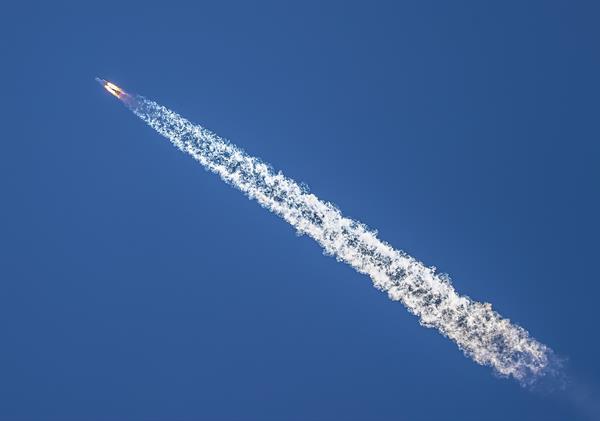 Lanzamiento del cohete transportador