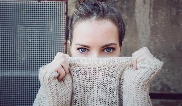 Las ojeras son una característica facial sumamente común que puede deberse a varios factores. Foto: Ilustrativa / Pixabay