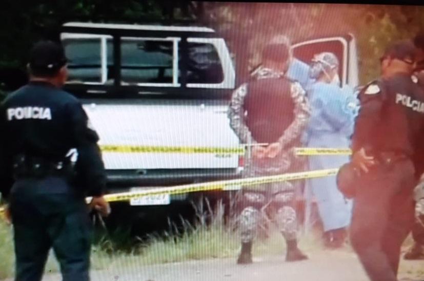 El cadáver estaba dentro de un auto pick up de color blanco. Foto: Mayra Madrid